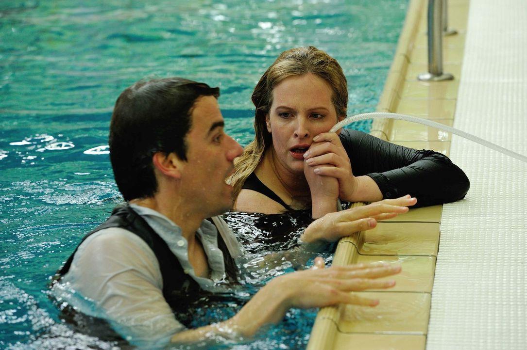 Fitz' Leben ist in großer Gefahr. Werden es Josephine (Diana Amft, r.) und Alexander (Alexander Khuon, l.) schaffen, ihn zu retten? - Bildquelle: Hardy Spitz SAT.1