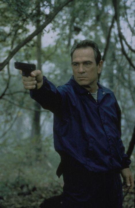 Sam Gerard (Tommy Lee Jones), erfahrener Leiter eines Fahndungstrupps des U.S. Marshallbüros, ist bekannt für seine Hartnäckigkeit, mit der er flüch... - Bildquelle: Warner Bros.