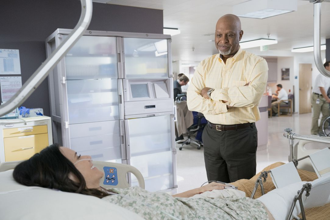 Im Krankenhaus trifft Miranda auf die abenteuerlustige Morgan (Amy Landecker, l.), während sich Richard (James Pickens Jr., r.) Sorgen um seine alte... - Bildquelle: Mitch Haaseth 2017 American Broadcasting Companies, Inc. All rights reserved./Mitch Haaseth