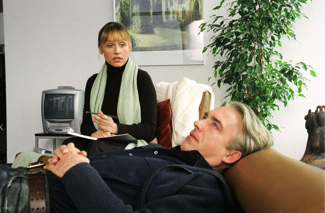 Jo (Christoph M.Ohrt, r.) will natürlich nicht auf der Couch seine Probleme - diese Probleme - bejammern und schon gar nicht vor einer schönen Frau... - Bildquelle: Hardy Spitz Sat.1