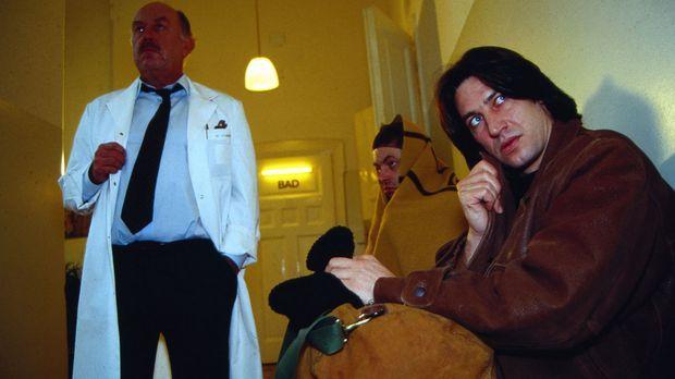 Auf mysteriöse Weise kommen in einer psychiatrischen Klinik mehrere Patienten...