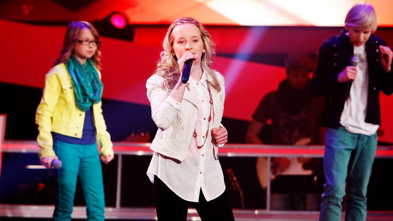 The-Voice-Kids-epi04-Luisa-Laura-Laurin-6-SAT1-Richard-Huebner - Bildquelle: SAT.1/Richard Hübner