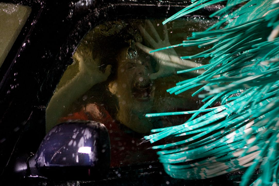 Der Sensenmann hat's gerne ausgefallen: Janet (Haley Webb) droht in einer Autowaschanlage zu ertrinken ... - Bildquelle: MMVII New Line Productions, Inc.