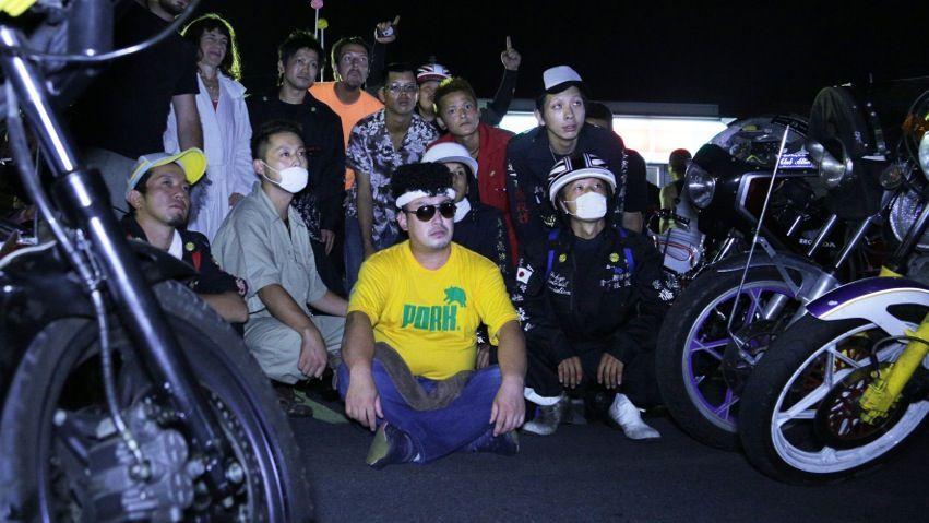 Bosozokus - junge Männer in Tokio bei illegalen Motorradrennen (2)