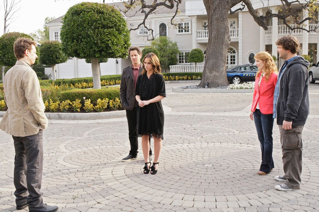 Eli James (Jamie Kennedy, 2.v.l.) und Melinda (Jennifer Love Hewitt, M.) versuchen zwischen dem Geist von Charlie Hammond (John Mallory Asher, l.) u... - Bildquelle: ABC Studios