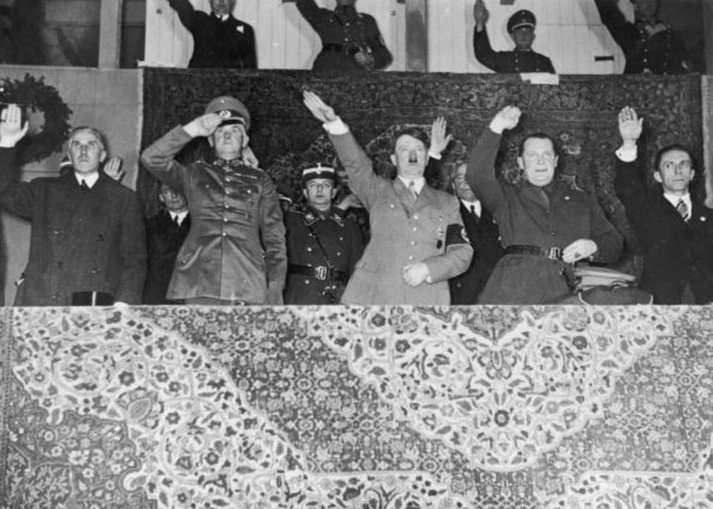 1935: (v.l.n.r.) Franz von Papen, Werner von Blomberg, Adolf Hitler, Hermann Göring and Joseph Goebbels ... - Bildquelle: Central Press/Hulton Archive/Getty Images