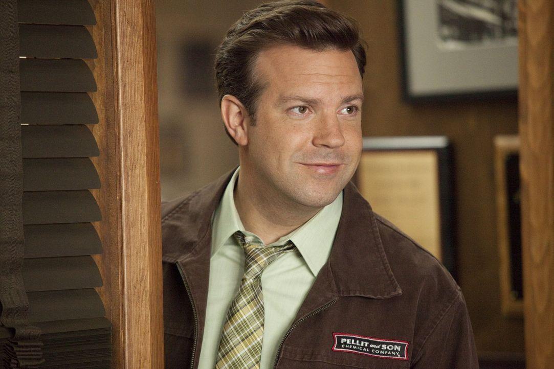 Als sein Chef ihm einmal wieder das Leben zur Hölle macht, trifft Kurt (Jason Sudeikis) eine Entscheidung: Sein Chef muss weg! - Bildquelle: 2011 Warner Bros.