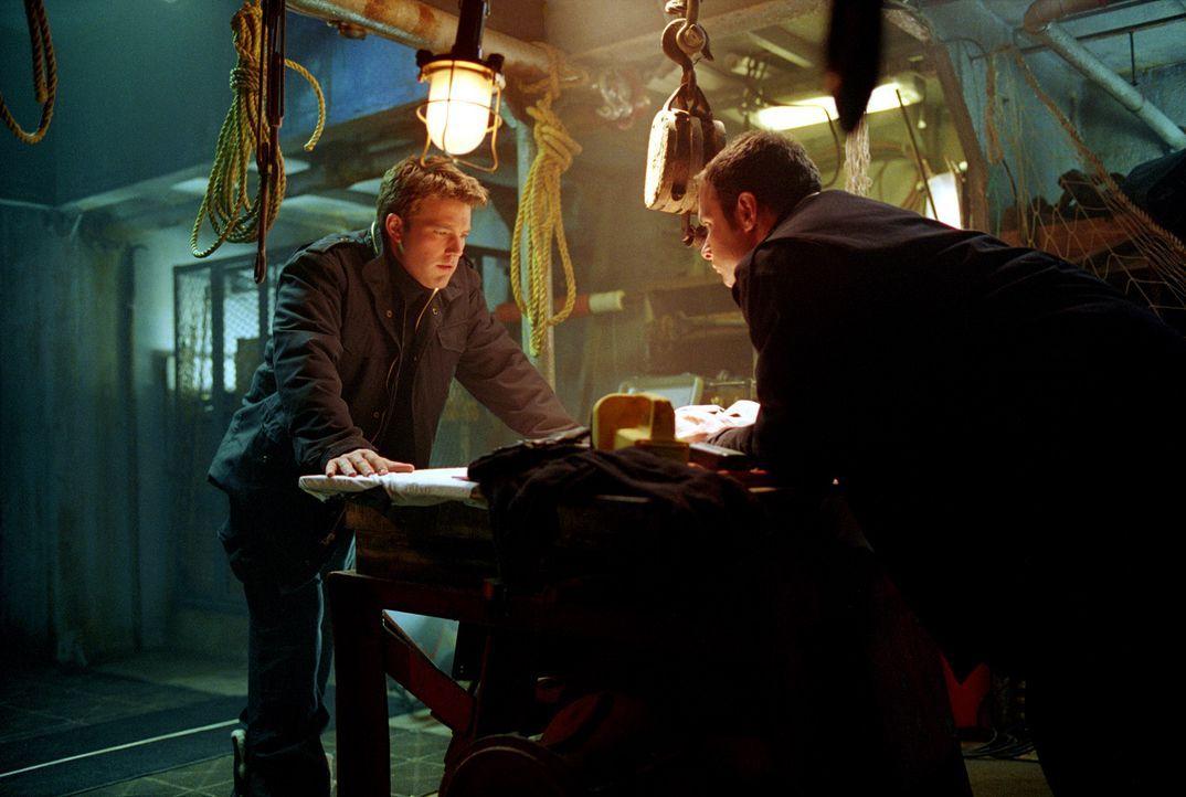 Die Zeit drängt, denn einige Berater von US-Präsident Fowler drängen auf einen militärischen Gegenschlag. Da kommen Jack Ryan (Ben Affleck, l.)... - Bildquelle: Paramount Pictures