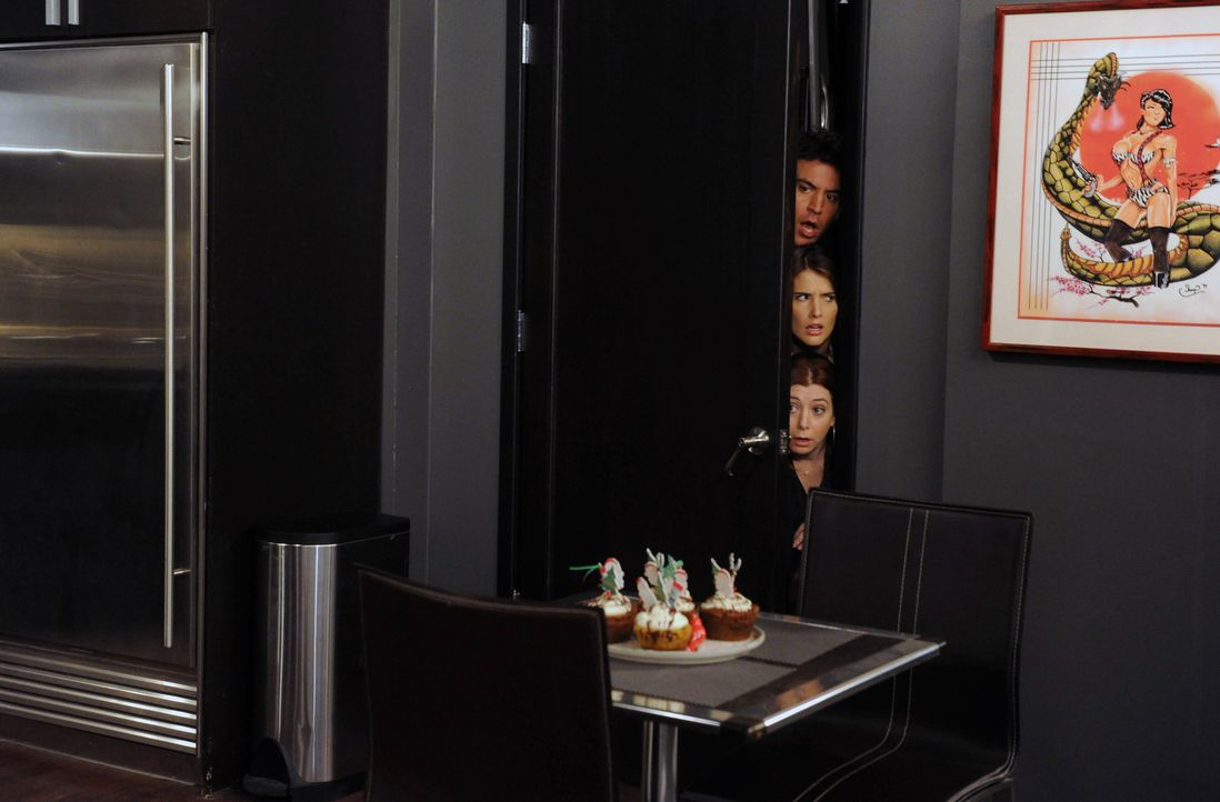 Was haben Ted (Josh Radnor, oben), Lily (Alyson Hannigan, unten) und Robin (Cobie Smulders, M.) nur vor? - Bildquelle: 2012-2013 Twentieth Century Fox Film Corporation. All rights reserved.