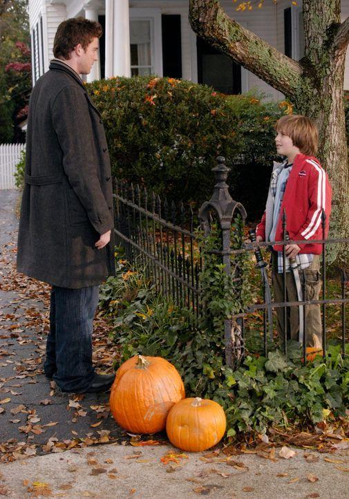 Nick (Bryan Greenberg, l.) ist davon überzeugt, dass Sam (Slade Pearce, r.) sein Sohn ist ... - Bildquelle: 2007 American Broadcasting Companies, Inc. All rights reserved.