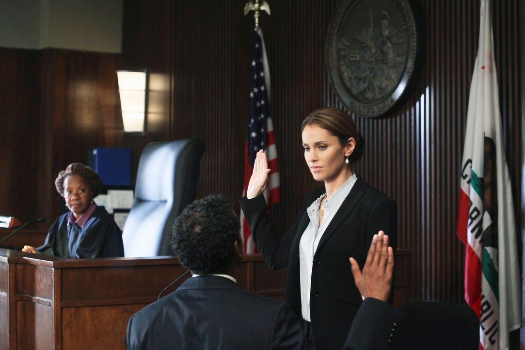 Muss gegen ihre Angreiferin Katie aussagen: Violet (Amy Brenneman, r.) ... - Bildquelle: ABC Studios