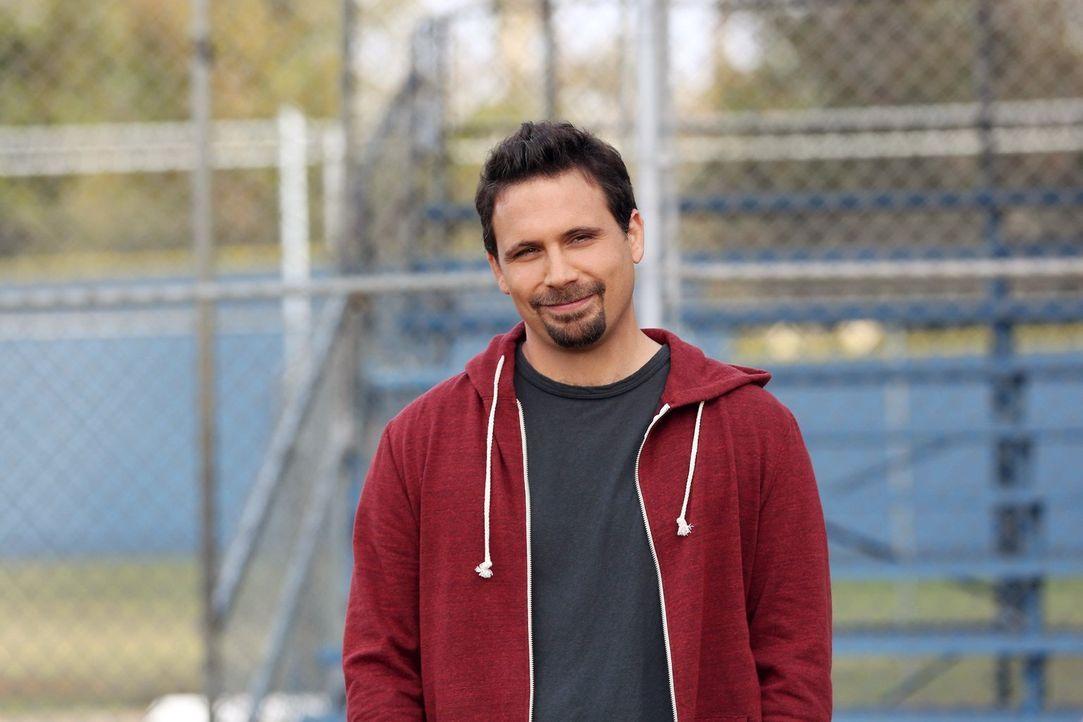 George (Jeremy Sisto) belächelt das Training seiner Freundin Sheila. Sie möchte ein erfolgreiches Turnier mit ihren Sprösslingen am Wochenende absol... - Bildquelle: Warner Brothers