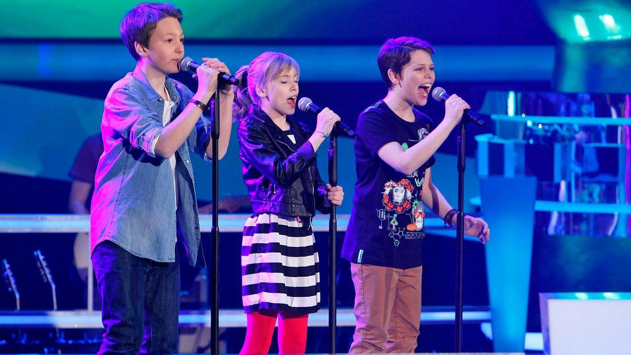 The-Voice-Kids-epi04-Finn-Thea-Sean-11-SAT1-Richard-Huebner - Bildquelle: SAT.1/Richard Hübner