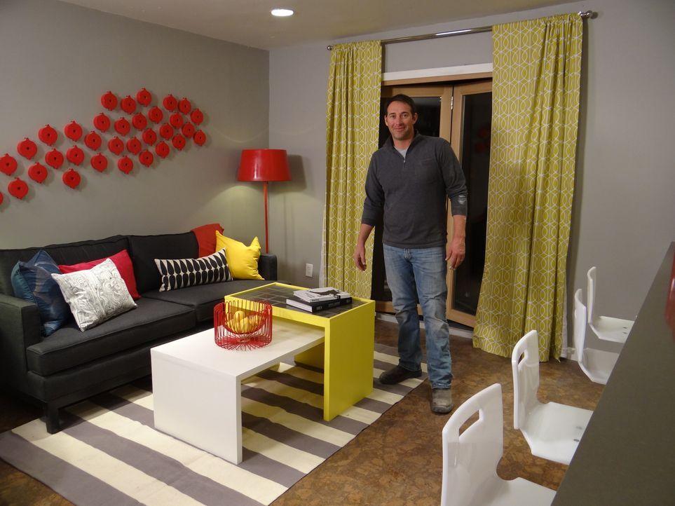 Überrascht verzweifelte Handwerker mit einem komplett renovierten Raum: Josh Temple ... - Bildquelle: 2012, DIY Network/Scripps Networks, LLC.  All Rights Reserved