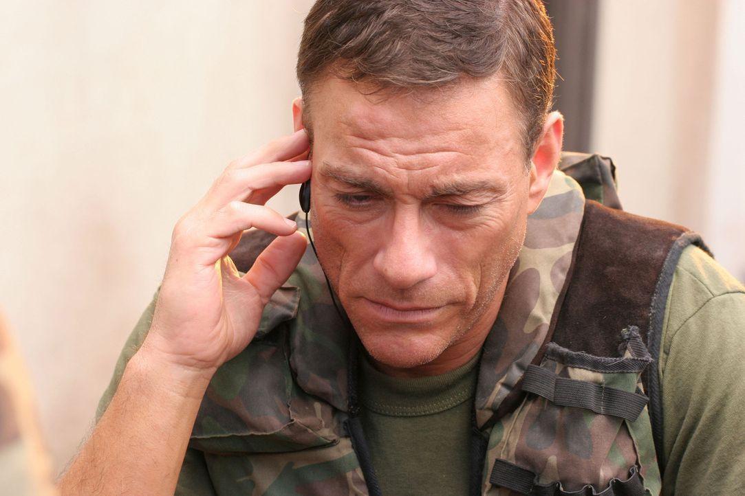 Hat einen Haufen, nachdem der Botschafter ums Leben gekommen ist: Sam Keenan (Jean-Claude Van Damme) soll die Sicherheit des moldawischen Präsident... - Bildquelle: 2005 Micro Fusion 2004-15 LLP. All rights reserved.