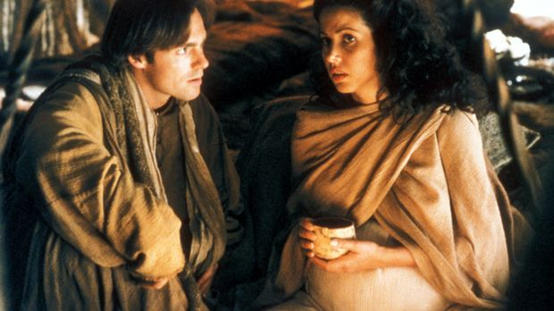 Als Daniel (Michael Shanks, l.) nach Abydos zurückkehren, erfährt er, dass Sh...
