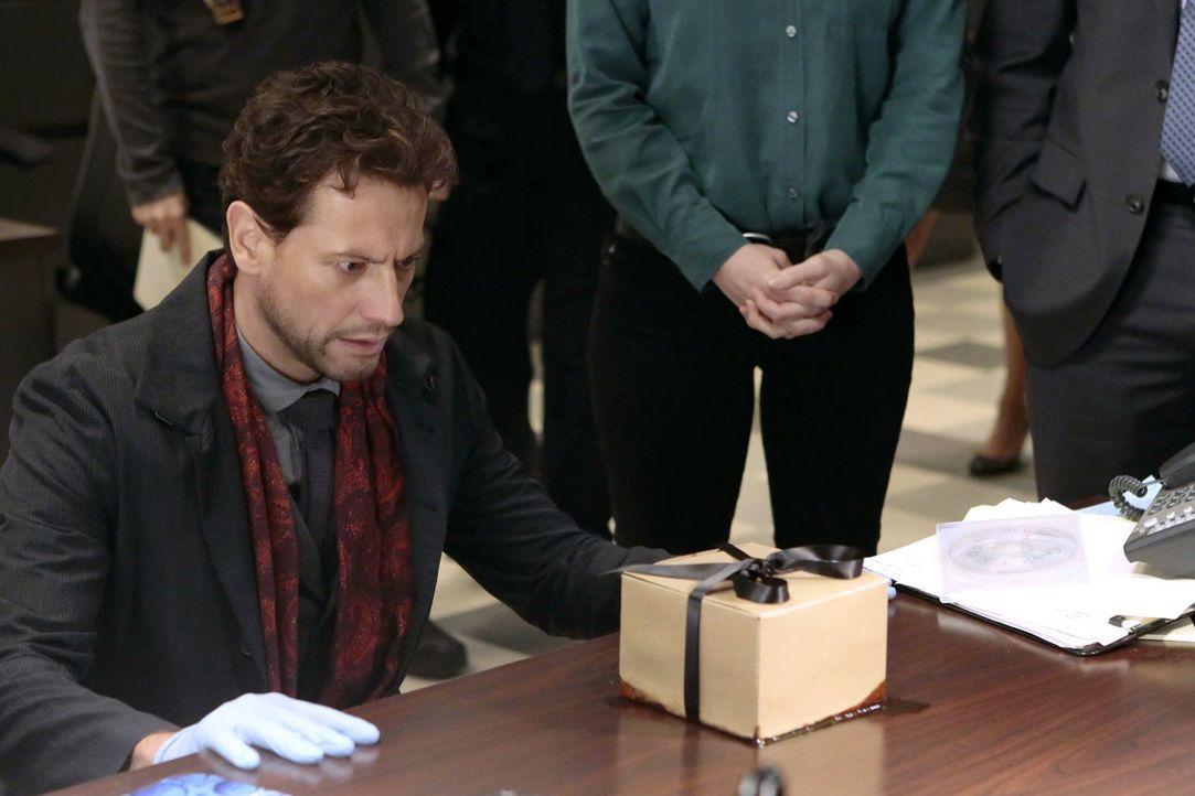 Henry (Ioan Gruffudd) und seine Einheit bekommen ein äußerst blutiges Päckchen zugestellt ... - Bildquelle: Warner Brothers