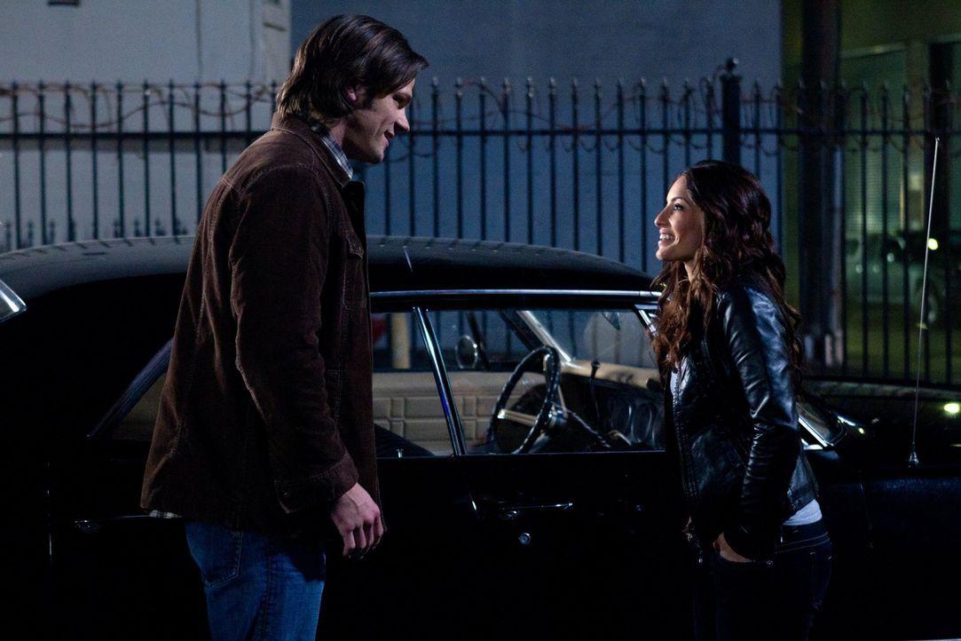 Als Sam (Jared Padalecki, l.) ohne jegliches Gedächtnis durch die Welt irrt, ist es Robin (Erica Cerra, r.), die ihm versucht zu helfen. Ihre Erfolg... - Bildquelle: Warner Bros. Television