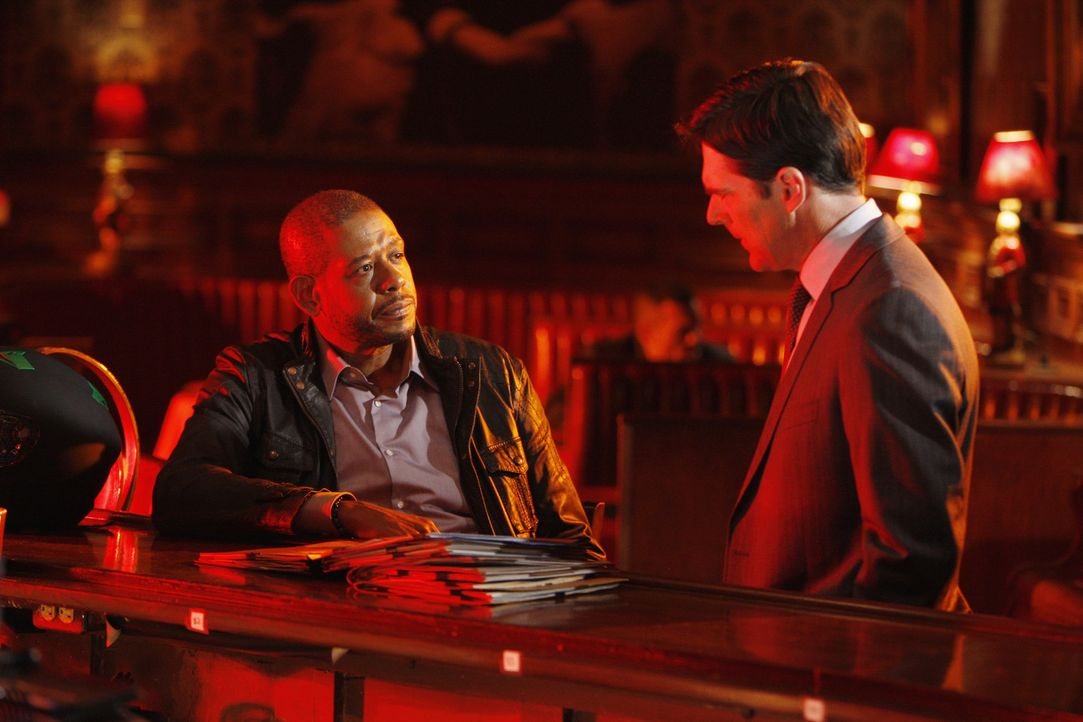 Gemeinsam mit ihren Teams, versuchen Hotch (Thomas Gibson, r.) und Sam Cooper (Forest Whitaker, l.) einen neuen Fall zu lösen ... - Bildquelle: Touchstone Television