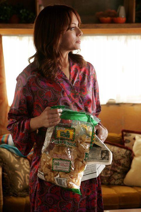 Ist von Dr. Roberts angetan: Julie (Melinda Clarke) ... - Bildquelle: Warner Bros. Television