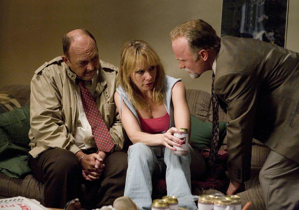 Sollen den Fall eines verschwundenen Mädchens aufklären: Die Detectives Remy Bressant (Ed Harris, r.) und Nick Poole (John Ashton, l.) nehmen deren... - Bildquelle: Claire Folger 2006 Miramax Film Corp. All rights reserved