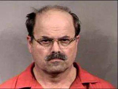 Dennis Lynn Rader ist ein US-amerikanischer Serienmörder, der als BTK-Killer...