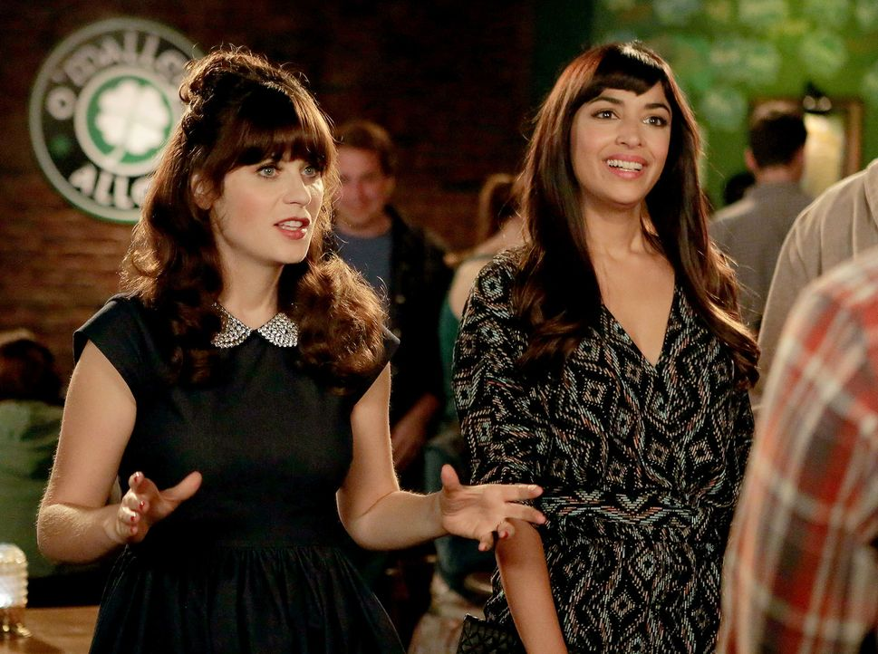 Noch ahnen Jess (Zooey Deschanel, l.) und Cece (Hannah Simone, r.) nicht, was sie an Valentinstag alles erwartet ... - Bildquelle: 2015 Twentieth Century Fox Film Corporation. All rights reserved.