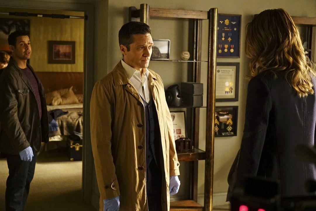 Dass Esposito (Jon Huertas, l.), Kevin (Seamus Dever, M.) und Kate (Stana Katic, r.) Castle nicht ernst nehmen, bereuen sie früher oder später ... - Bildquelle: Richard Cartwright ABC Studios
