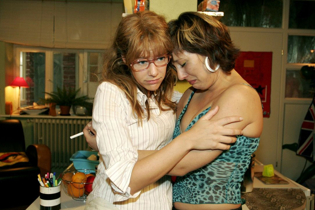 Bei Lisa (Alexandra Neldel, l.) lässt Yvonne (Bärbel Schleker, r.) ihrem Frust und ihren Tränen freien Lauf. (Dieses Foto von Alexandra Neldel darf... - Bildquelle: Noreen Flynn Sat.1