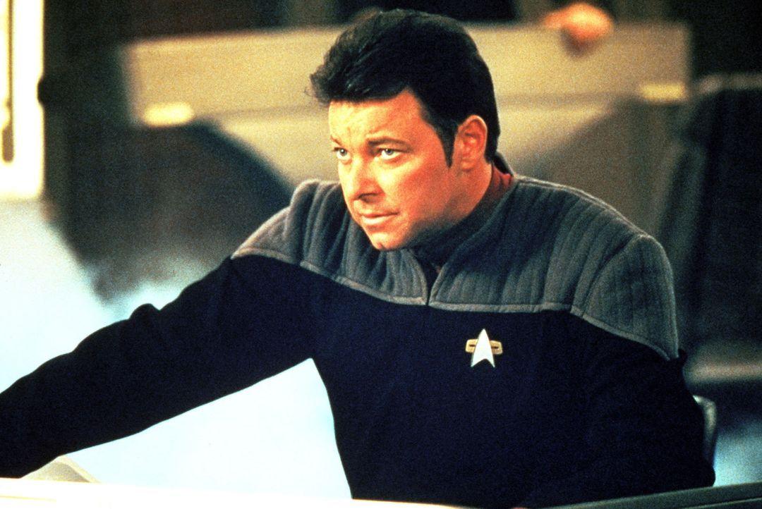 """Commander Riker (Jonathan Frakes) will Captain Picard davon überzeugen, dass es notwendig ist, die """"oberste Direktive"""" der Föderation zu missachten... - Bildquelle: Paramount Pictures"""