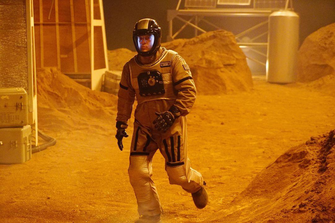 Als er im Expeditionsgelände ankommt, freut sich Castle (Nathan Fillion) noch über die mehr als ungewöhnlichen Umstände ... - Bildquelle: Richard Cartwright ABC Studios