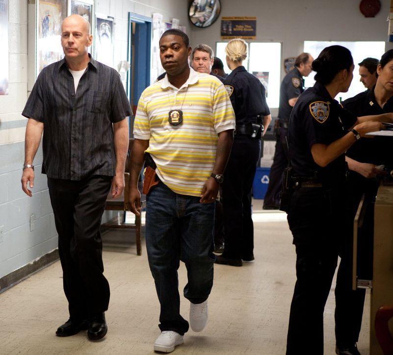 Gelingt es den suspendierten New Yorker Cops Jimmy (Bruce Willies, l.) und Paul (Tracy Morgan, r.), den Auftrag eines Gangsterbosses auszuführen, da... - Bildquelle: 2010 Warner Bros.