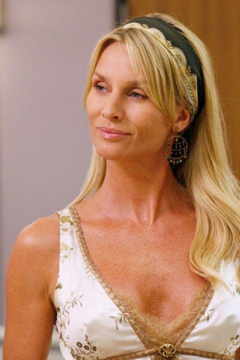 Sieht ihre Chance gekommen, Mike auf ihre Seite zu ziehen: Edie (Nicolette Sheridan) ... - Bildquelle: 2005 Touchstone Television  All Rights Reserved