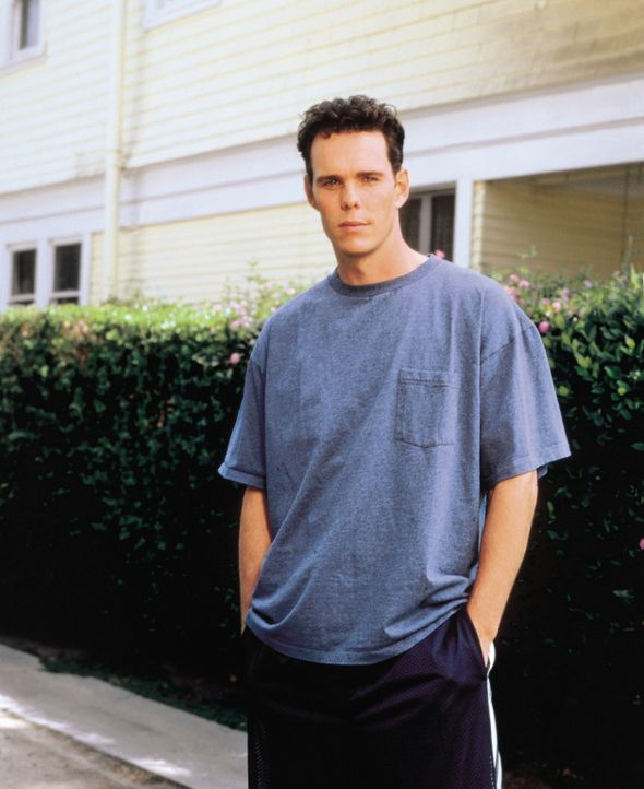Paul (Kevin Dillon) bringt für seine Schwester nicht immer Verständnis auf ... - Bildquelle: CBS Television