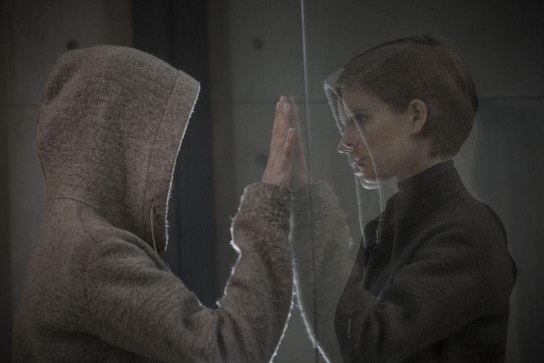 Morgan (Anya Taylor-Joy, l.); Lee Weathers (Kate Mara, r.) - Bildquelle: Aidan Monaghan 2016 Twentieth Century Fox Film Corporation. All rights reserved./Aidan Monaghan