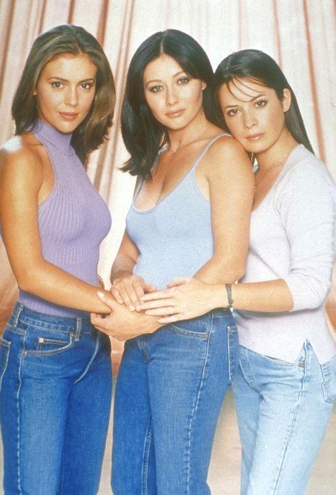 (3. Staffel) - Phoebe (Alyssa Milano, l.), Prue (Shannen Doherty, M.) und Piper (Holly Marie Combs, r.) sind ein zauberhaftes Team ... - Bildquelle: Paramount Pictures