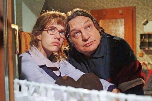 Verliebt in Berlin - Bernd (Volker Herold, r.) macht sich Sorgen um Lisa (Ale...
