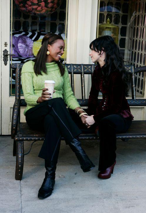 Melinda (Jennifer Love Hewitt, r.) hat Probleme mit ihrem Mann Jim. Sie bedankt sich bei ihrer Kollegin und Freundin Andrea (Aisha Tyler, l.) die ih... - Bildquelle: ABC Studios