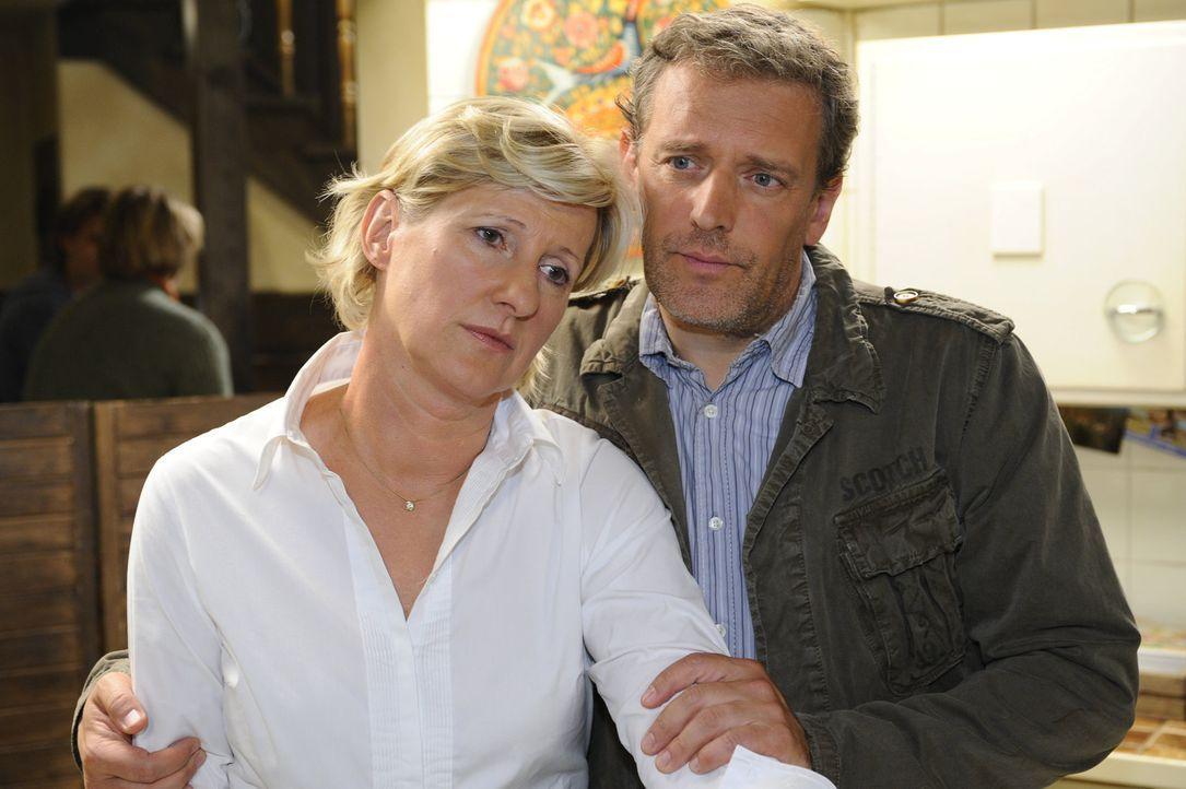 Machen sich Sorgen um Paloma: Susanne (Heike Jonca, l.) und Ingo (Wolfgang Wagner, r.) ... - Bildquelle: SAT.1