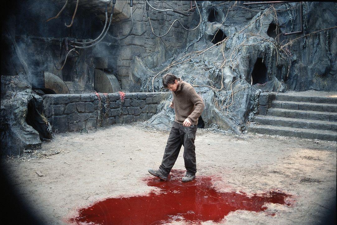 Blutige Spuren: Dracula treibt sein Unwesen in ganz Rumänien. Luke (Jason London) versucht alles, um den Vampir zu stoppen und gleichzeitig seine gr... - Bildquelle: Buena Vista Home Entertainment, Inc. All rights reserved