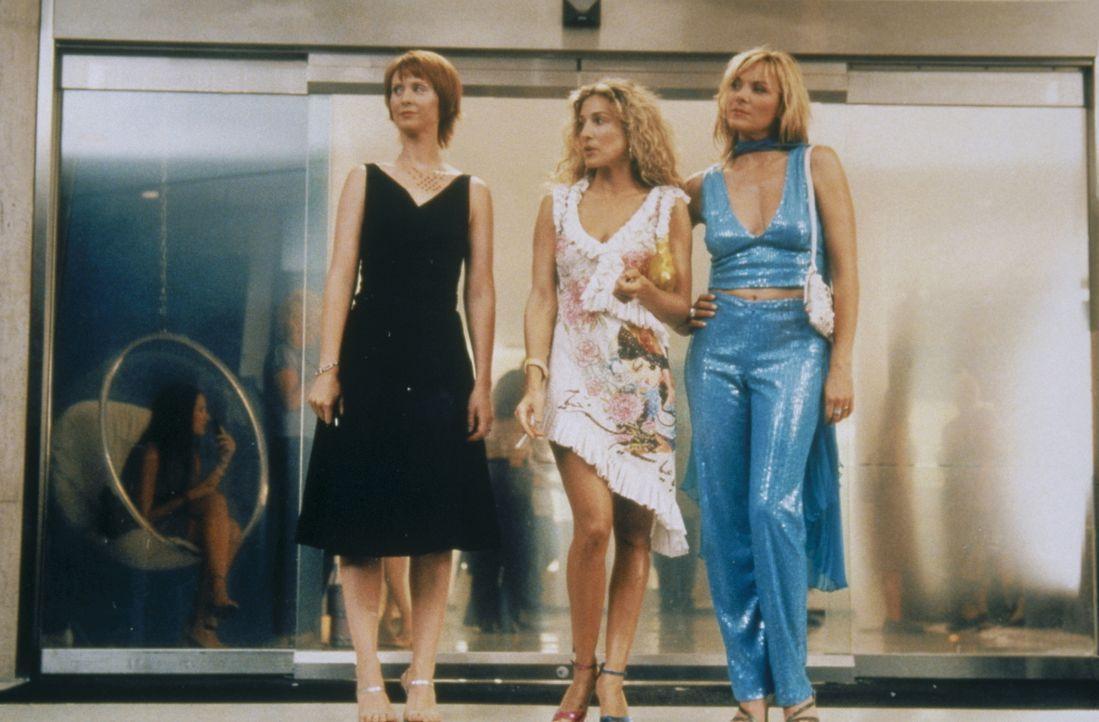 Die angesagteste Party in L. A. ruft: Miranda (Cynthia Nixon, l.), Carrie (Sarah Jessica Parker, M.) und Sam (Kim Cattrall, r.) sind für die heiße... - Bildquelle: Paramount Pictures