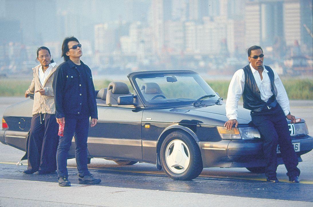 Nehmen den Kampf gegen die brutale Söldnertruppe auf: Ah Hui (Candy Lo, l.) und Jack (Wu Bai, M.) ... - Bildquelle: 2003 Sony Pictures Television International. All Rights Reserved.