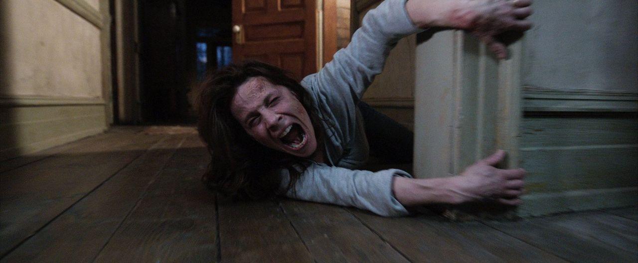 Die Geisteraustreibung gerät zu einem lebensgefährlichen Unternehmen: Carolyn (Lili Taylor) ... - Bildquelle: Warner Brothers