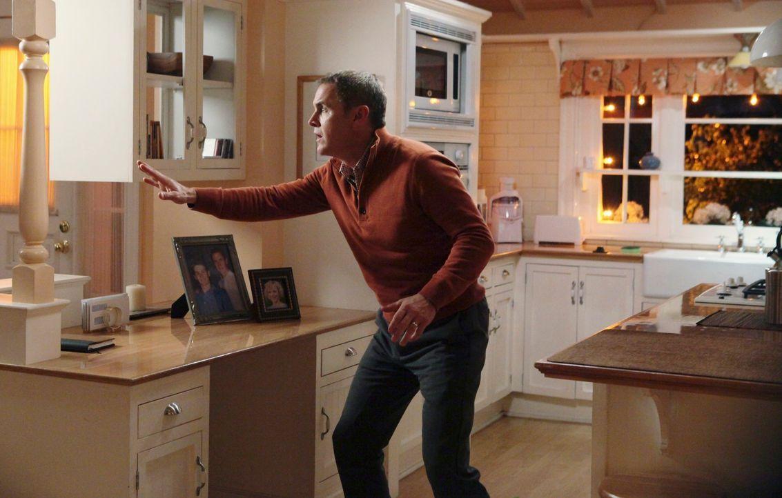 Paul (Mark Moses) und Beth suchen einen Therapeuten auf, der Paul rät, Beth zu umwerben und mit ihr auszugehen. Als Paul von Beth trotzdem wieder zu... - Bildquelle: ABC Studios