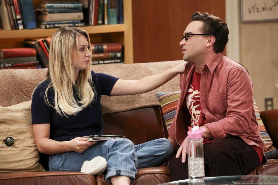 Dank Sheldons wundersamen Emotionendetektors kann Leonard (Johnny Galecki, r.) seine Wut über den Besuch von Pennys (Kaley Cuoco, l.) Bruder nicht l... - Bildquelle: 2016 Warner Brothers
