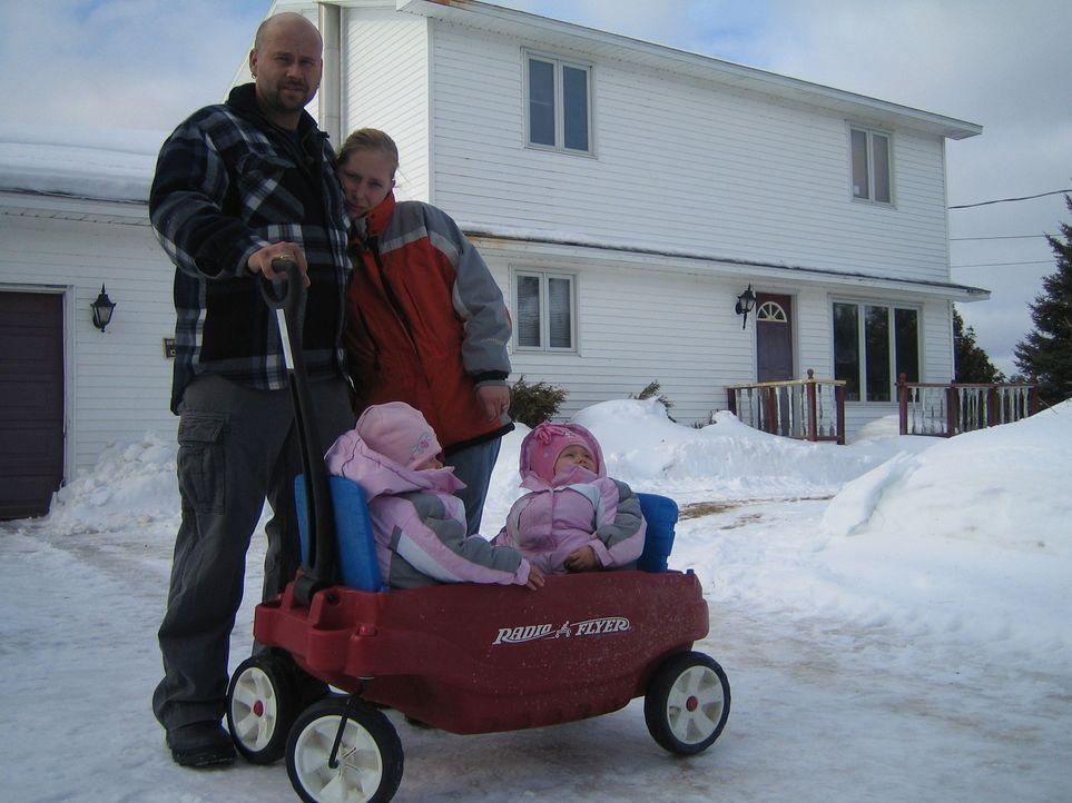 Seit der Ankunft in Kanada im Sommer 2006 mit ihren damals sieben Wochen alten Zwillingen Mary-Ann und Ann-Mary, mussten Kai (30) und Daniela (25) H... - Bildquelle: kabel eins