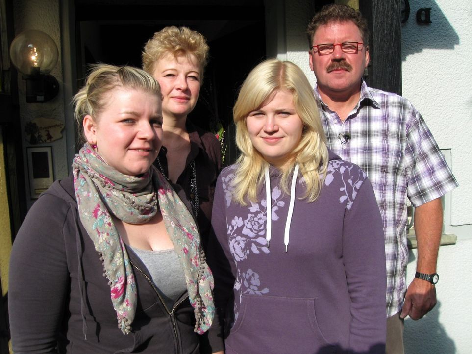 (v.l.n.r.) Vicky, Beate, Vivien und Klaus sind richtige Ruhrpottler. Nirgendwo gehen die Menschen schnörkelloser miteinander um als im Ruhrpott. Hi... - Bildquelle: SAT.1