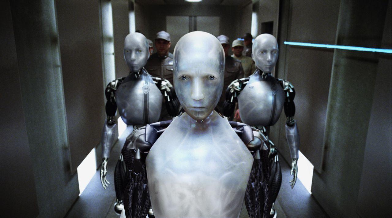 Niemand ahnt, dass Roboter Sonny (vorne) neben einer logisch agierenden Einheit auch eine für Emotionen besitzt ... - Bildquelle: 2004 Twentieth Century Fox Film Corporation. All rights reserved.