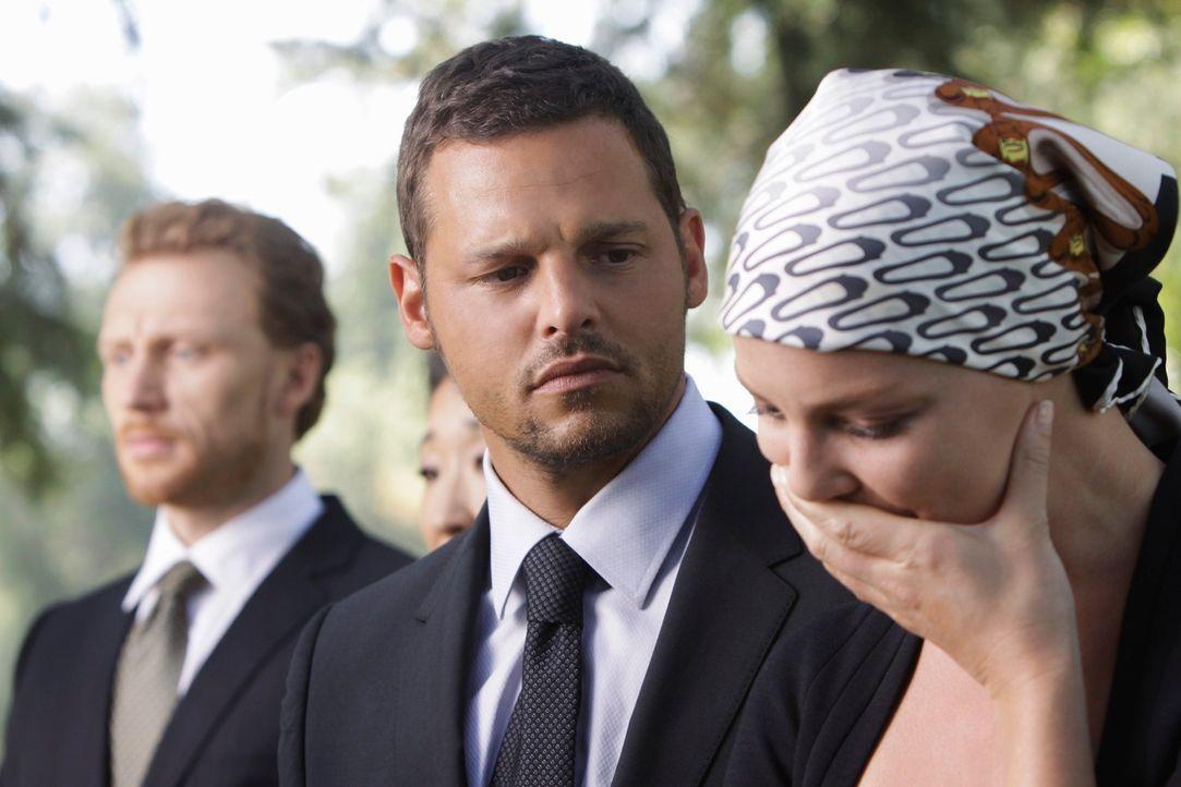 Alex (Justin Chambers, M.) macht sich große Sorgen um Izzie (Katherine Heigl, r.), die mit dem Tod von George nicht umgehen kann ... - Bildquelle: Touchstone Television
