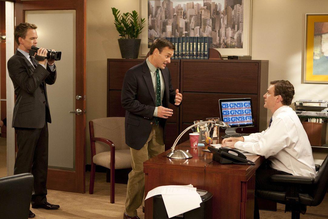 Als Barney (Neil Patrick Harris, l.) die Idee hat, ein Werbevideo zur Verbesserung des Rufs seines Arbeitgebers zu drehen, müssen Randy (Will Forte... - Bildquelle: 20th Century Fox International Television